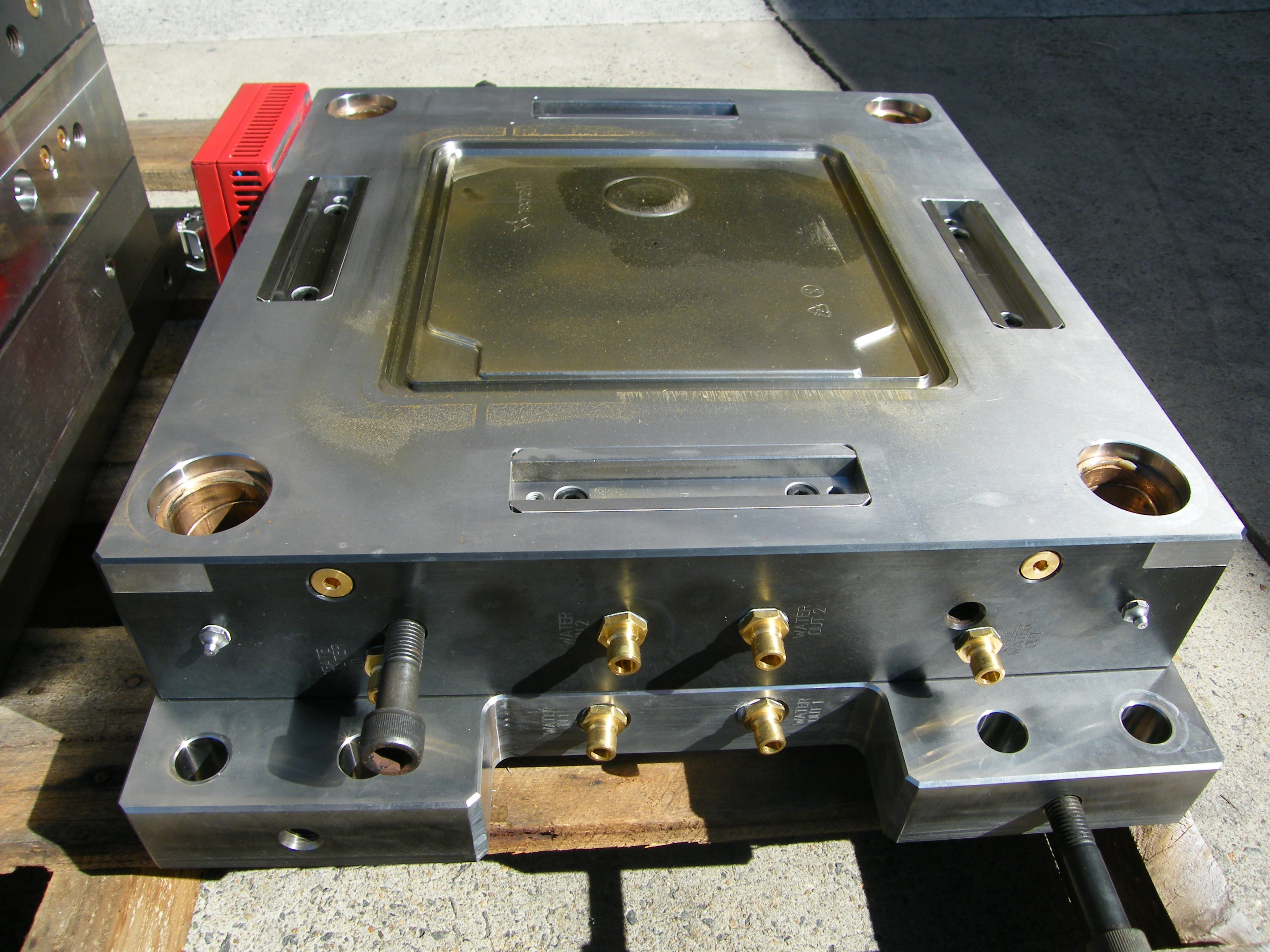 Precision Engineering | Toolmaker | Gold Coast | Camtech Engineering Pty Ltd | Sample Injection Mould 3 Min